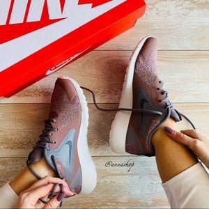 NWT Nike zaca Mauve